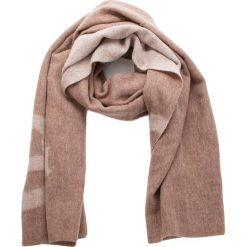 Szal UGG - W Logo Wrap 17509 Stormy Grey Heather M. Szare szaliki i chusty damskie marki Giacomo Conti, na zimę, z tkaniny. W wyprzedaży za 429.00 zł.