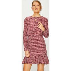 Trendyol - Sukienka. Różowe sukienki damskie Trendyol, z materiału, casualowe, z okrągłym kołnierzem. Za 119.90 zł.