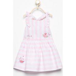 Bawełniana sukienka w paski - Biały. Sukienki niemowlęce Reserved, w paski, z bawełny. W wyprzedaży za 39.99 zł.