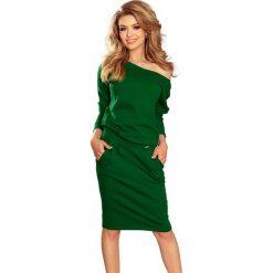 Zielona Codzienna Zbluzowana Sukienka z Dekoltem na Plecach. Zielone sukienki damskie Molly.pl, z dresówki, eleganckie, z dekoltem na plecach. Za 128.90 zł.