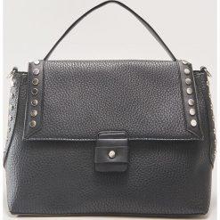 Torebka z nitami - Czarny. Czarne torebki do ręki damskie House. Za 99.99 zł.