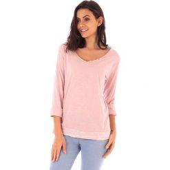Koszulka w kolorze jasnoróżowym. Bluzki damskie fille de Coton, z bawełny, klasyczne. W wyprzedaży za 86.95 zł.