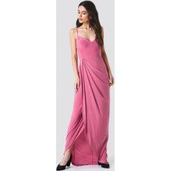 Trendyol Sukienka maxi z wycięciami - Pink. Różowe sukienki damskie Trendyol. W wyprzedaży za 89.18 zł.