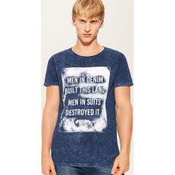 T-shirt z nadrukiem - Niebieski. Niebieskie t-shirty męskie House, z nadrukiem. Za 49.99 zł.