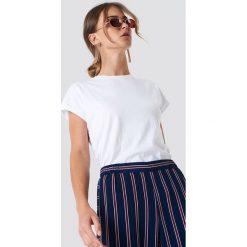 Rut&Circle Klasyczny T-shirt Ellen - White. Białe t-shirty damskie Rut&Circle, z klasycznym kołnierzykiem. Za 80.95 zł.