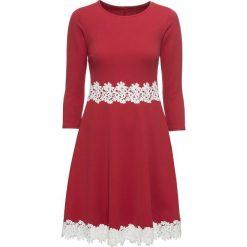 Sukienka z koronką bonprix ciemnoczerwono-biały. Czerwone sukienki damskie bonprix, w koronkowe wzory, z koronki. Za 149.99 zł.
