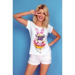 Bluzka t-shirt buldog k118. Białe t-shirty damskie Knitis, w kolorowe wzory, z dzianiny, z klasycznym kołnierzykiem. Za 89.00 zł.
