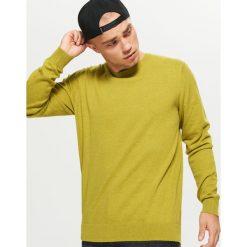 Gładki sweter BASIC - Zielony. Zielone swetry przez głowę męskie Cropp. Za 69.99 zł.