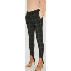 Pepe Jeans - Spodnie. Szare jeansy damskie Pepe Jeans. W wyprzedaży za 219.90 zł.