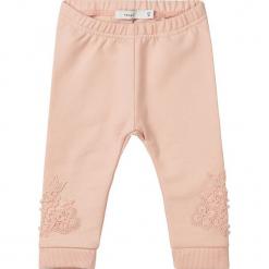 """Legginsy """"Selse"""" w kolorze pomarańczowym. Brązowe legginsy dla dziewczynek Name it Baby, z aplikacjami, z bawełny. W wyprzedaży za 35.95 zł."""