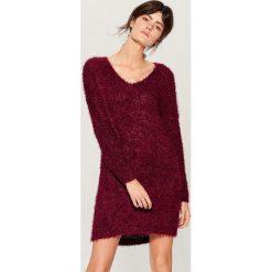 Swetrowa sukienka oversize - Bordowy. Czerwone sukienki damskie Mohito. Za 129.99 zł.
