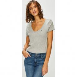 Tommy Jeans - Top. Szare topy damskie Tommy Jeans, z bawełny, z krótkim rękawem. Za 119.90 zł.