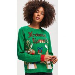 Sweter ze świątecznym motywem - Zielony. Zielone swetry damskie Reserved. Za 79.99 zł.