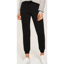 Dresowe joggery - Czarny. Czarne spodnie dresowe damskie House, z dresówki. Za 59.99 zł.