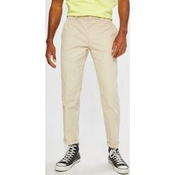 Tommy Jeans - Spodnie 90S. Eleganckie spodnie męskie marki Giacomo Conti. W wyprzedaży za 299.90 zł.