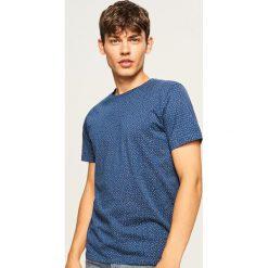 T-shirt z mikroprintem - Granatowy. Niebieskie t-shirty męskie Reserved. Za 29.99 zł.