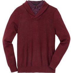 Sweter z koszulową wstawką Regular Fit bonprix czerwony rubinowy. Czerwone swetry przez głowę męskie bonprix, z koszulowym kołnierzykiem. Za 129.99 zł.