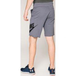 Nike Sportswear - Szorty. Szare krótkie spodenki sportowe męskie Nike Sportswear, z bawełny. W wyprzedaży za 179.90 zł.