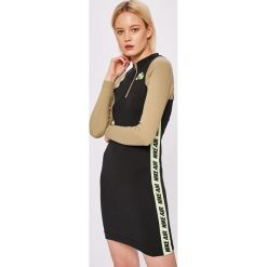 Nike Sportswear - Sukienka. Szare sukienki damskie Nike Sportswear, z bawełny, casualowe. W wyprzedaży za 199.90 zł.