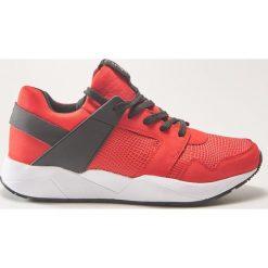 Buty sportowe - Czerwony. Buty sportowe męskie marki B'TWIN. W wyprzedaży za 89.99 zł.