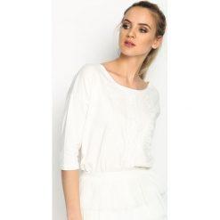 Biała Bluzka Guipure Line. Białe bluzki damskie Born2be, z koronki, z okrągłym kołnierzem. Za 44.99 zł.