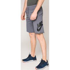 Nike Sportswear - Szorty. Szare krótkie spodenki sportowe męskie Nike Sportswear, z bawełny. W wyprzedaży za 159.90 zł.