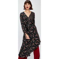 Answear - Sukienka Falling In Autumn. Brązowe sukienki damskie ANSWEAR, z materiału, casualowe, z asymetrycznym kołnierzem, z długim rękawem. W wyprzedaży za 119.90 zł.