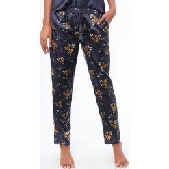 Etam - Spodnie piżamowe Blueberry. Czarne piżamy damskie Etam, z materiału. W wyprzedaży za 89.90 zł.