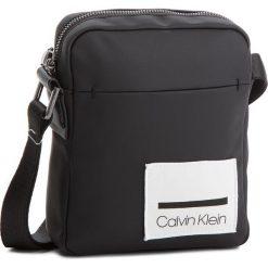 Saszetka CALVIN KLEIN - Task Force (N) Ipad K50K503863  001. Czarne saszetki męskie Calvin Klein, z materiału, młodzieżowe. Za 349.00 zł.