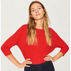 Sweter z rękawami 3/4 - Czerwony. Czerwone swetry damskie Reserved. Za 59.99 zł.