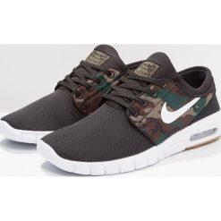 Nike SB STEFAN JANOSKI MAX Tenisówki i Trampki black/white/medium olive/light brown. Trampki męskie Nike SB, z materiału. W wyprzedaży za 399.20 zł.