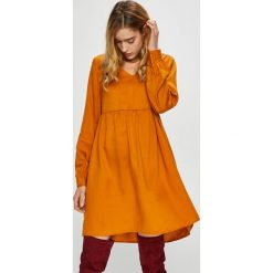 Vero Moda - Sukienka Viga. Pomarańczowe sukienki damskie Vero Moda, z lyocellu, casualowe, z długim rękawem. Za 219.90 zł.