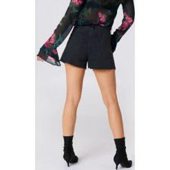 NA-KD Trend Jeansowe spodenki z wysokim stanem - Black. Czarne szorty damskie NA-KD Trend, z bawełny. Za 161.95 zł.