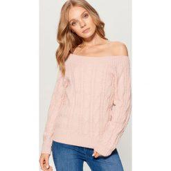 Sweter z odkrytymi ramionami - Różowy. Czerwone swetry damskie Mohito. Za 119.99 zł.