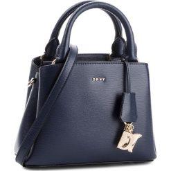 Torebka DKNY - Paige Sm Satchel R82D3465  Navy 410. Niebieskie torebki do ręki damskie DKNY, ze skóry. Za 1,069.00 zł.