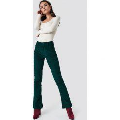 Dilara x NA-KD Spodnie sztruksowe - Green. Zielone spodnie materiałowe damskie Dilara x NA-KD, ze sztruksu. Za 202.95 zł.