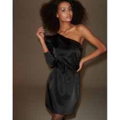 Sukienka na jedno ramię - Czarny. Czarne sukienki damskie Reserved. Za 259.99 zł.