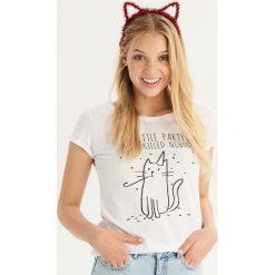T-shirt z kocim motywem - Biały. Białe t-shirty damskie Sinsay. Za 14.99 zł.