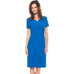 Niebieska sukienka z dekoltem w literkę V BIALCON. Niebieskie sukienki damskie BIALCON, wizytowe, z krótkim rękawem. W wyprzedaży za 125.00 zł.