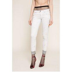 Diesel - Jeansy. Białe jeansy damskie Diesel. W wyprzedaży za 549.90 zł.