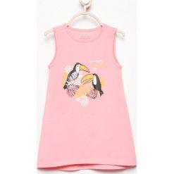 Sukienka z nadrukiem - Różowy. Sukienki dla dziewczynek marki Reserved. W wyprzedaży za 14.99 zł.