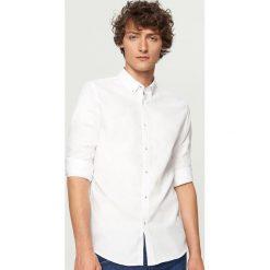 Koszula z bawełny oxford slim fit - Biały. Białe koszule męskie Reserved, z bawełny. Za 99.99 zł.