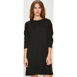 Medicine - Sukienka Essential. Czarne sukienki damskie MEDICINE, z dzianiny, casualowe, z okrągłym kołnierzem. W wyprzedaży za 69.90 zł.