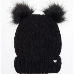 Czapka z dwoma pomponami - Czarny. Czapki i kapelusze damskie marki WED'ZE. W wyprzedaży za 24.99 zł.