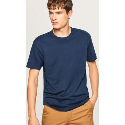 T-shirt z bawełny organicznej - Granatowy. Niebieskie t-shirty damskie Reserved, z bawełny. W wyprzedaży za 29.99 zł.