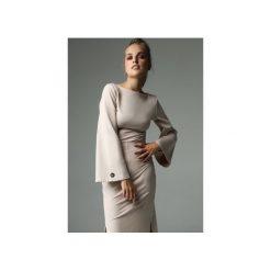 BLUZKA SLENDER - NUDE. Brązowe bluzki damskie Madnezz, z bawełny, biznesowe, z dekoltem na plecach. Za 179.00 zł.