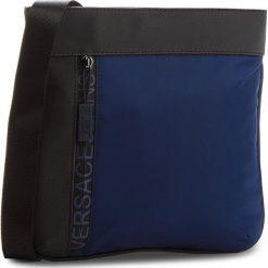 Saszetka VERSACE JEANS - E1YSBB32-70724 240. Niebieskie saszetki męskie Versace Jeans, z jeansu, młodzieżowe. W wyprzedaży za 329.00 zł.
