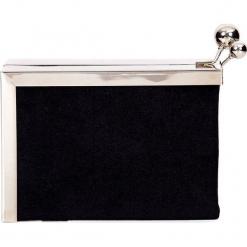Czarna torebka puzderko na bigiel QUIOSQUE. Czarne torebki do ręki damskie QUIOSQUE, z weluru. Za 99.99 zł.