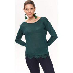 aca8a94f6585ca BLUZKA Z KORONKĄ U DOŁU. Zielone bluzki damskie TOP SECRET, bez wzorów, z