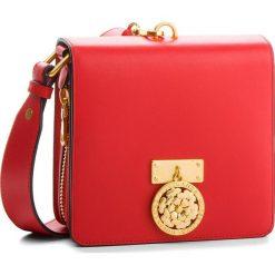 Torebka GUESS - HWALEC L8321 RED. Czerwone listonoszki damskie Guess, ze skóry. Za 889.00 zł.